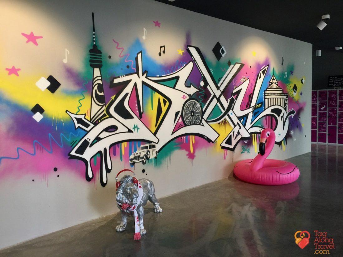Moxy hotel target millennials - Graffiti wall
